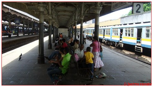 trein_station_colombo_sri_lanka